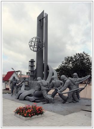 Το μνημείο προς τιμήν όσων προσπάθησαν να σβλησουν τον πυρηνικό σταθμό 4 αμέσως μετά το ατύχημα. Πολλοί πέθαναν: μερικοί την ίδια χρονιά, το 1986, οι άλλοι, λίγο αργότερα