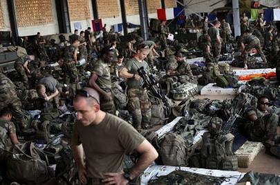 Προετοιμασίες των Γάλλων για τις χερσαίες επιχειρήσεις, στις 15 - Ιανουαρίου 2013 - French preparations for ground operations on January 15th, 2013 - Préparatifs français pour l'opération terrestre le 15 Janvier 2013 [Enlarge-agrandir-μεγαλώστε]