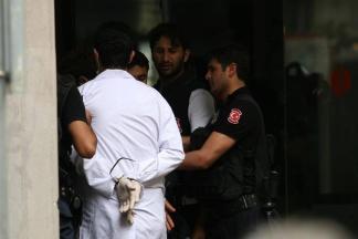 Συλλαμβάνονται γιατροί στην Τουρκία – Doctors arrested in Turkey – Médecins arrêtés en Turquie, via [Enlarge-agrandir-μεγαλώστε]