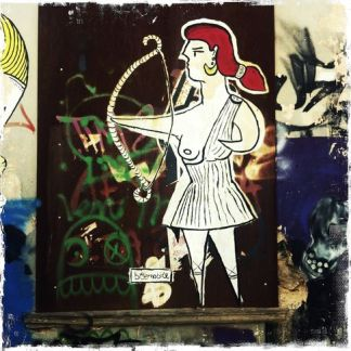 Εδώ η Άρτεμις, η θεά του κυνηγιού, που είναι εξοπλισμένη μόνο με ένα τόξο ως ένδειξη ανικανότητας. - Here Diana, goddess of the hunt, equipped only with a bow as a sign of impotence. - Ici une Diane, déesse de la chasse, équipée seulement d'un arc en signe d'impuissance. [Μεγαλώστε - Enlarge - Agrandir]