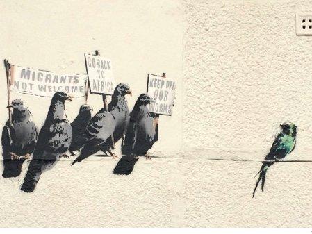 Οι Μετανάστες δεν Είναι Καλοδεχούμενοι - Migrants Not Welcome - Les Migrants ne sont pas les Bienvenus - Να πάτε πίσω στην Αφρική - Go Back to Africa - Retournez en Afrique - Μακριά από τις Φωλιές μας - Keep off Our Worms - Loin de nos nids, by Banksy
