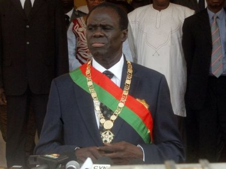 - Michel Kafando lends oath as a president of Burkina Faso - Michel Kafando prête serment en tant que président du Burkina Faso